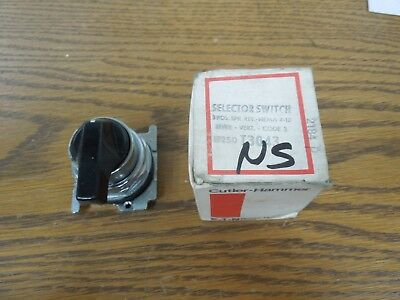 Cutler-Hammer 10250T3043 3 Pos. Lever Selector Switch Spring Return Cam 3 New