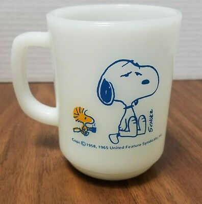 Vintage 1965 peanuts, snoopy and Woodstock coffee break milk glass mug fireking