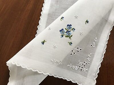 UNUSED VINTAGE HAND EMBROIDERED Cream LAWN LADIES HANDKERCHIEF