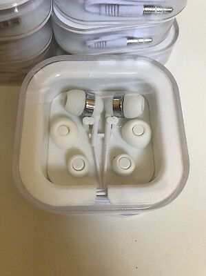 Lot of 17 Apple Style Earphones