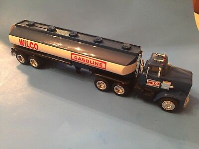 Wilco Gasoline Tanker Toy Truck Bank in Original Box 1985