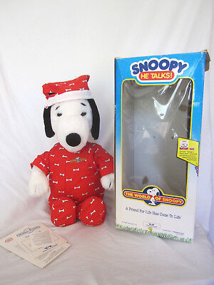 Worlds of Wonder Snoopy He Talks! The World of Snoopy Doll