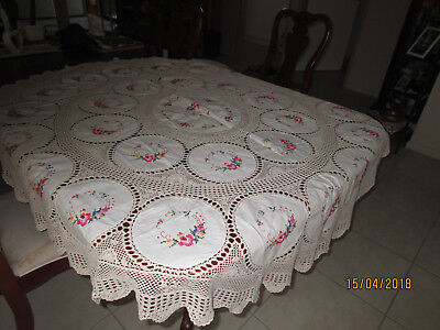 MOST BEAUTIFUL HAND WORKED ROUND TABLECLOTH + 8 serviettes (matching)