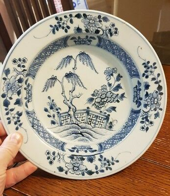 Antique good Chinese Soup Bowl in Blue and White.