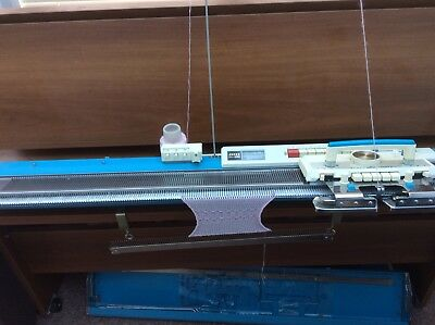 Jones KH588 Knitting Machine With Instructions And Accessories