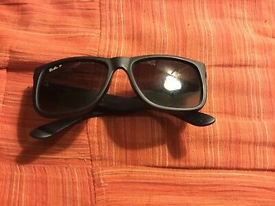 Women's black polarized Ray-Ban sunglasses rb4181