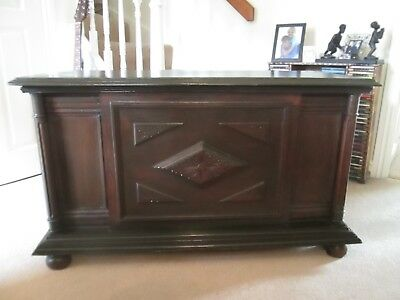 Wooden Antique Chest. Arts and Crafts Style. Excellent condition.