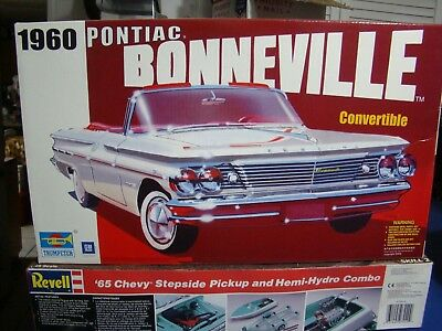 TRUMPETER 1960 PONTIAC Bonneville Convertible Kit With Photo Etch Parts