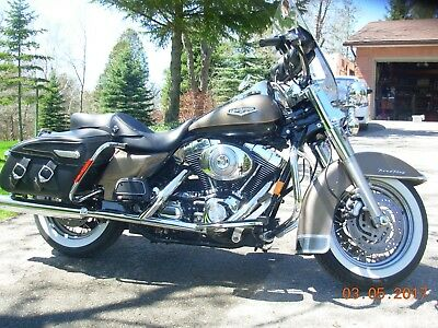 Harley-Davidson: Touring Road King Classic - Smokey Gold