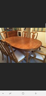 Solid Oak dining room table and 6 side chairs & 2 xtensions. Excellent Condition