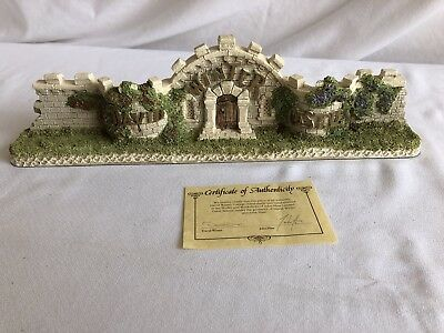 David Winter Cottage - The Castle Wall with COA - 1995
