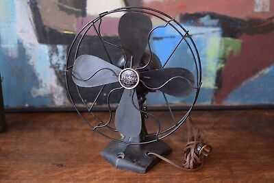 "Wagner Electric Corp Type 52601~Model L515A893~10"" Oscillating Desk Fan WORKS"