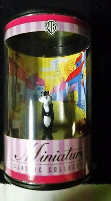 Pepe Le Pew's Penelope Pussycat Plastic Figure with Flowers ~ Warner Brothers