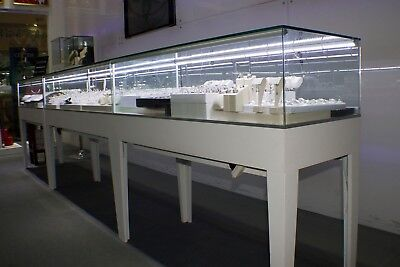 60' Clear Glass Rectangular Displaying Showcase With White Wooden Frame With Led