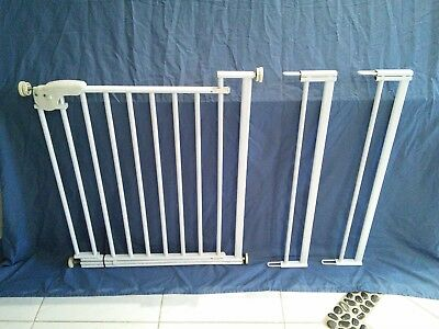 Safety 1st Pressure Gate (fits 71cm to 90.5cm) - 1 gate plus 2 extensions.
