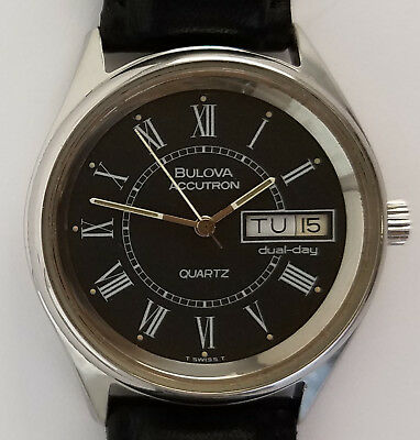 Men's Vintage Bulova Accutron Quartz Day Date Watch 33mm Swiss Made 1979 Stainle