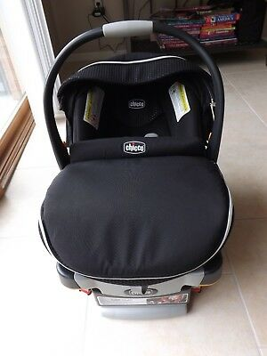 Chicco KeyFit 30 Zip Infant Car Seat In Obsidian EUC JJ Cole Bundleme Cover