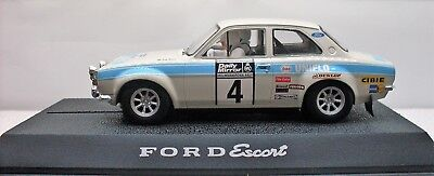 Scalextric Ford Escort RS 1600 C2643 1:32 mit Licht!