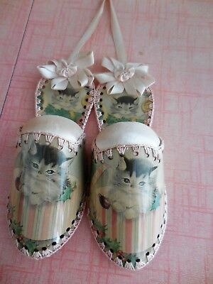 RARE ANTIQUE vintage 1950s KITTENS * HANGING SHOES PIN CUSHION* ..very cute!