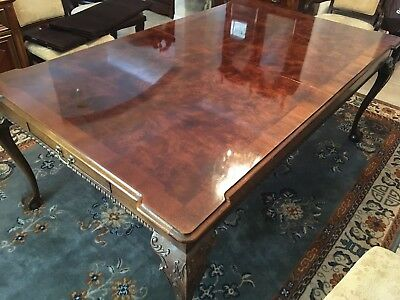 HENREDON RITTENHOUSE SQUARE Mahogany Dining Room Table (and Two Leaves and  Pads)