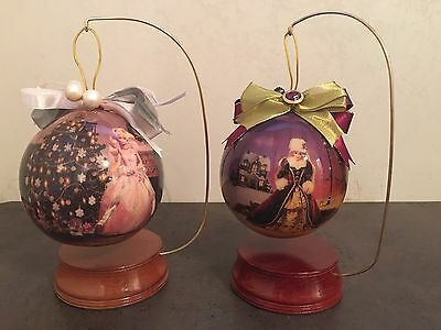 Barbie Decoupage - 2 Découpage Happy Holidays Ornaments w/ Wooden Stand