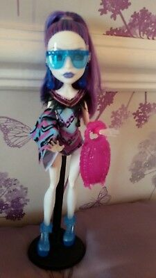*Monster High Beautiful Spectra Vondergeist Swim Class Doll Fab Condition*
