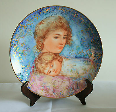 """Knowles Mothers Day Plate """"Abby and Lisa""""  by Edna Hibel for 1984,  COA"""