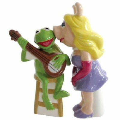 The Muppets Miss Piggy Kissing Kermit Ceramic Salt and Pepper Shakers Set, NEW