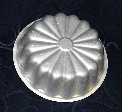 vintage jelly mould clear anodised aluminium cake tin vgc