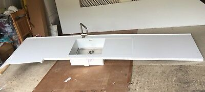 DESIGNER WHITE CORIAN Worktops  Removed in 3 sectIons  Includes Sink + Tap