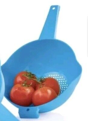 TUPPERWARE Classic 2 Quart Colander Strainer with Handle FREE US SHIPPING