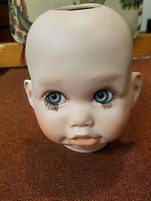 Doll head, Little girl looking up Porcelain, PREOWNED