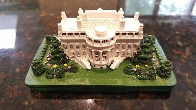 Ceramic Mini Presidental White House Replica with detailed Front and Back Lawn