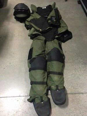 MED-ENG EOD Protective Bomb Suit with EOD 9A Helmet Size Large, Olive Drab
