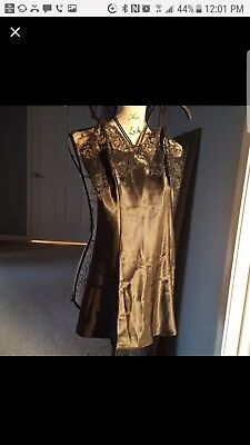 Victoria's Secret Women  slip / Camisole Black Lace Trim Size xs