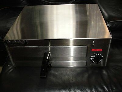 Nemco - 6215  Electric Stainless Steel Counter Top Fixed Thermostat Pizza Oven