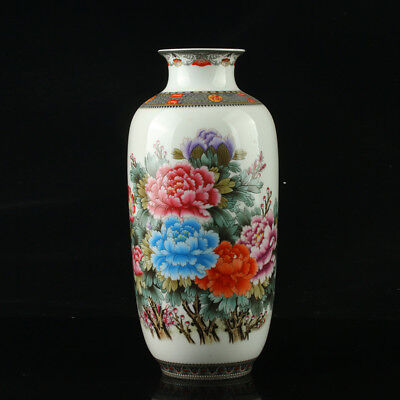Chinese Porcelain Hand-Painted Flower Vase Mark As Qianlong Period