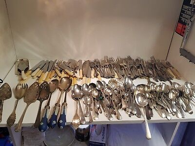 a job lot of 220 items of vintage cutlery.8 kgs in weight.