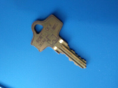 750 1360 Ford Lock Gumball Candy Vending Machine Pad Lock Key