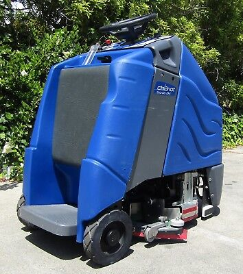 """Windsor Chariot iScrub 24"""" Ride On Electric Floor Scrubber 36V Battery"""