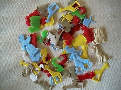 Large Lot Of Plastic Bubble Gum Machine Charms, U.s. Crackerjack Premiums