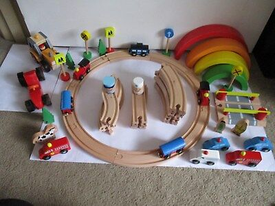 x520 PIECE WOODEN TRAIN SET: CARS TRAINS, TRACKS & MORE