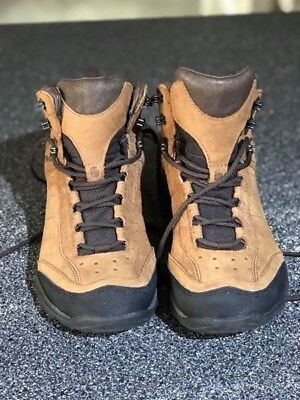 Ladies TEVA Hiking boots size US 7 in excellent used condition