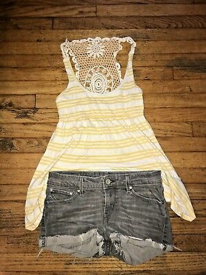 Women Jr Levi's Grey ripped Shorts 26X32 W/Striped Yellow crochet Tank Xsmall
