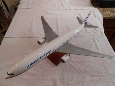 Pacific Miniatures Boeing 777-300 Desktop Display Model