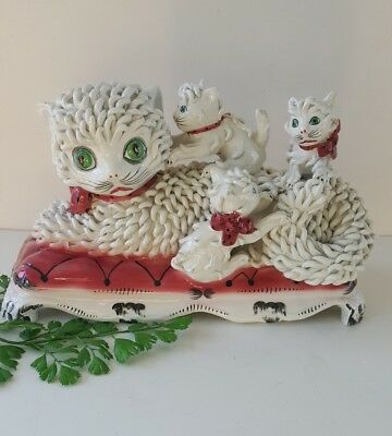 Vintage spaghetti cat with three kittens on pillow ceramic from Italy