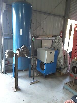 25CFM Compair Screw Compresser with reciever, and Dryer in excellent condition.