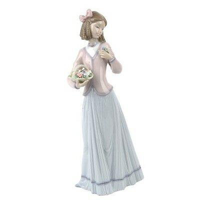"""Lladro #7644 """"Innocence in Bloom"""" Young Woman with Ringlets and Flowers Retired"""