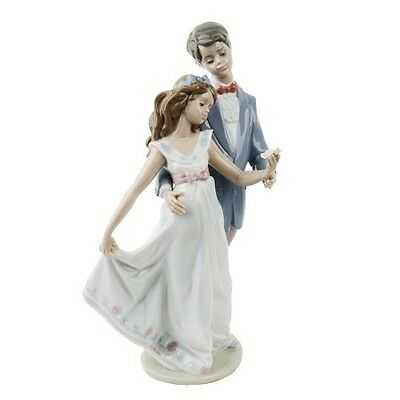 """Lladro #7642 """"Now and Forever"""" Young Man & Woman Dancing with Flower Retired"""