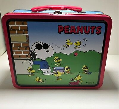 "Collector's Vintage ""Peanuts"" Lunch box"